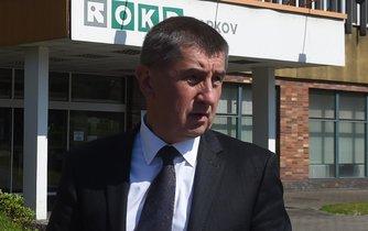 Ministr financí Andrej Babiš před budovou OKD