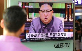 Zprávu o televizním projevu severokorejského vůdce Kim Čong-una sledovali i Jihokorejci na obrazovkách na nádraží v Soulu