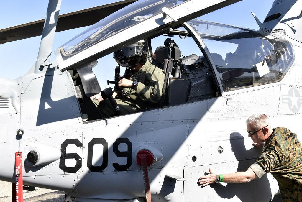Vrtulník Bell AH-1Z Viper americké armády.