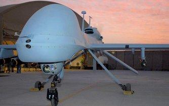 Útočný dron americké armády Gray Eagle (šedý orel)