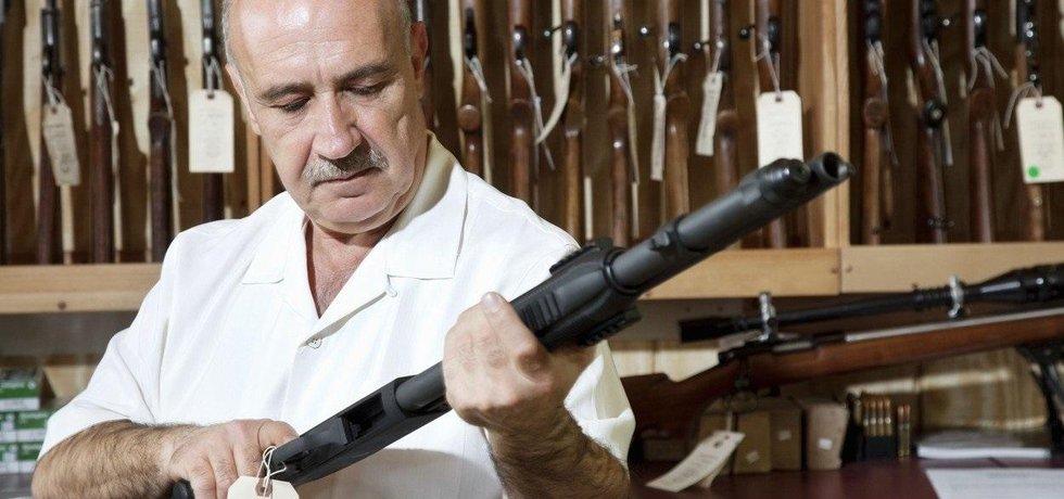 V Americe roste po útocích poptávka po zbraních.