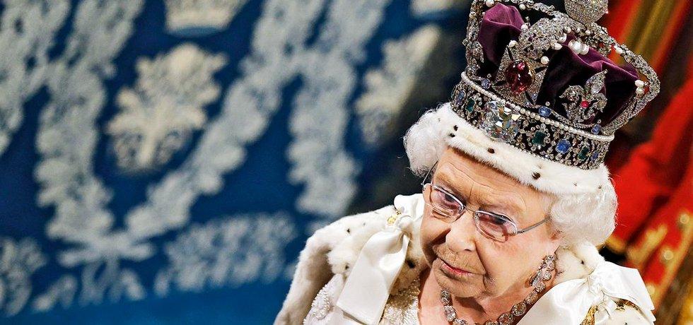 Britská královna Alžběta II. ve Sněmovně lordů