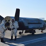 Bezpilotní Boeing X-37B strávil 717 dnů na oběžné dráze než přistál 7. května 2017 na Cape Canaveral, Florida.