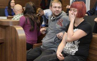 Pět anarchistů (na snímku Katarína Zezulová a Martin Ignačák) zatím nebude potrestáno za přípravu teroristického útoku