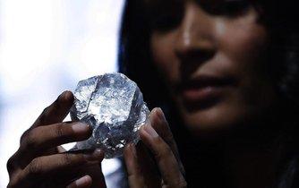 Největší nezpracovaný diamant na světě Lesedi La Rona (Naše světlo)