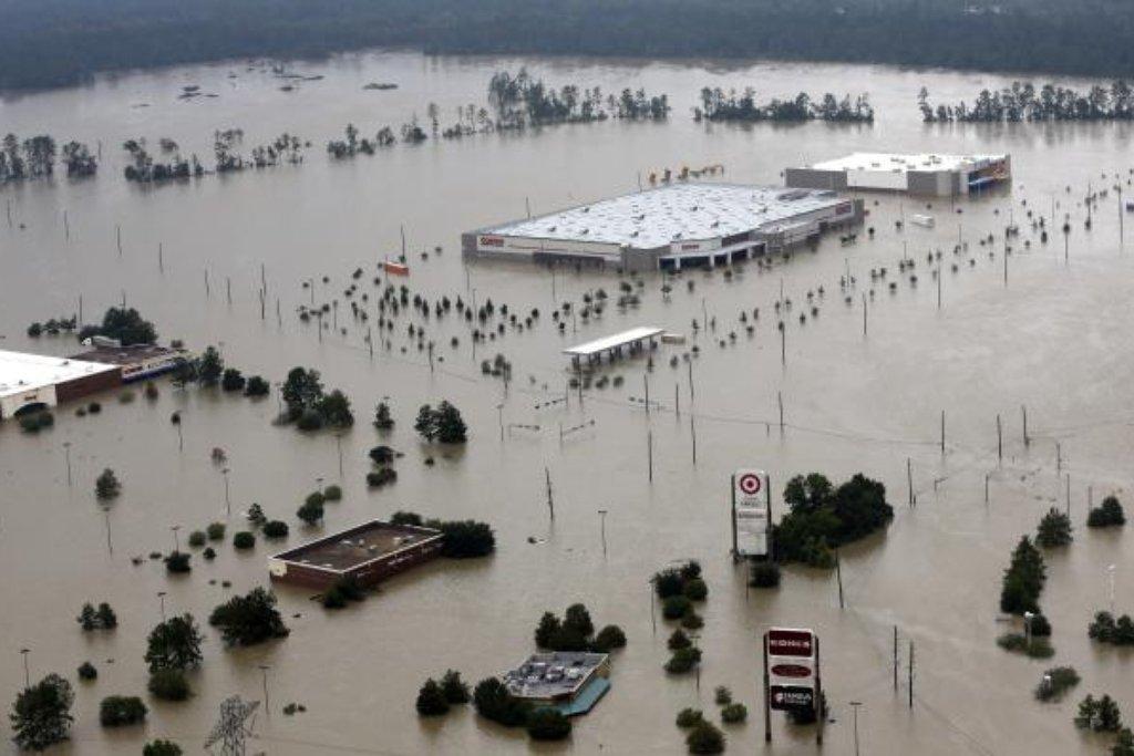 Poté, kdy přetekla nádrž Addicks, voda v Houstonu zaplavila rozsáhlé území