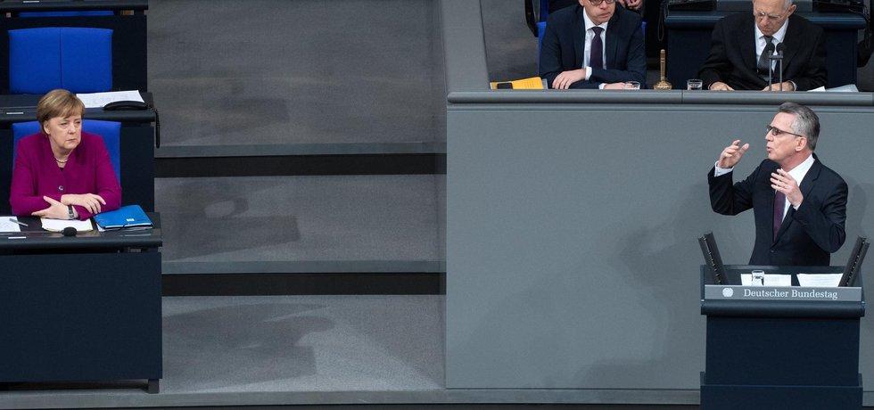 Angela Merkelová a německý ministr vnitra Thomas de Maizière