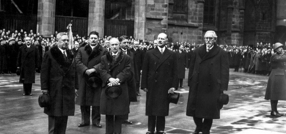 Dokonáno jest. Poslanci a senátoři právě zvolili na Pražském hradě Edvarda Beneše druhým československým prezidentem