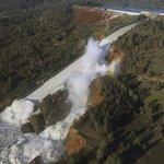 Nejvyšší americké přehradě Oroville hrozí protržení