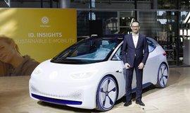 Elektromobil I.D. Neo a manažer VW Christian Senger. Ilustrační foto