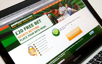 Herny se pokoušejí nahradit hazardní weby. Úřady je zakazují