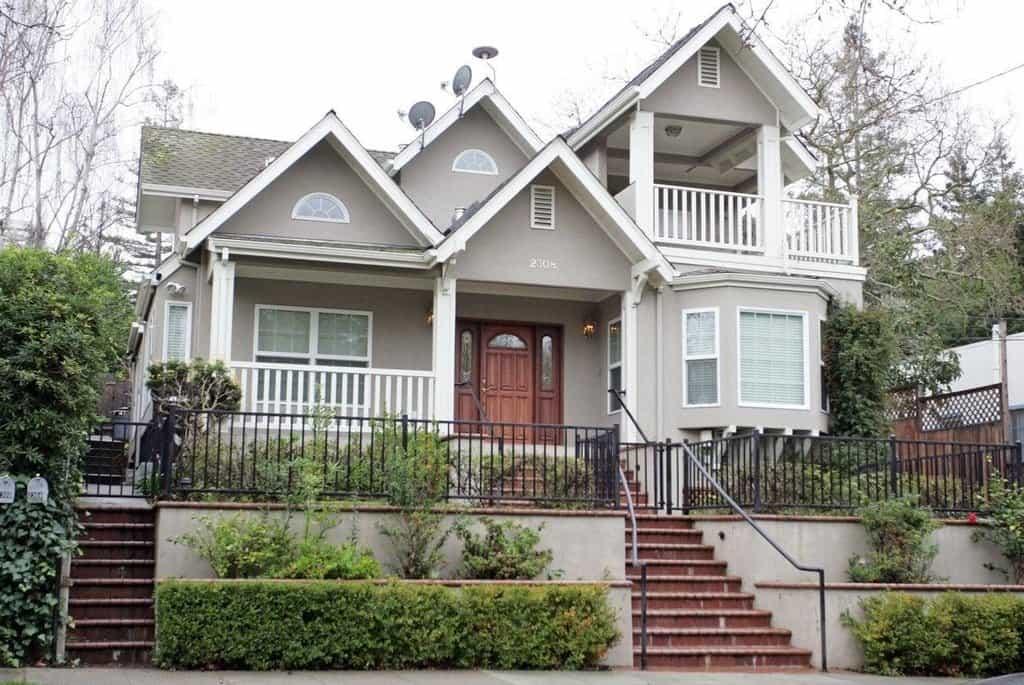Dům v Palo Alto si Zuckerberg koupil za 7 milionů dolarů v roce 2011.