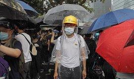 Pomozte nám. Demonstranti v Hongkongu se s nadějí obracejí k Británii