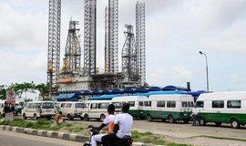 Ropná plošina v nigerijském Lagosu