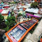 Město postavilo přímo na ulici šest na sebe navazujících eskalátorů