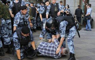 Zatýkání při protestu v Moskvě