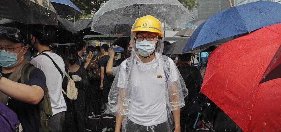 Sporný návrh extradičního zákona předložený hongkongskou vládou podle prodemokratických kritiků narušuje právní nezávislost poloautonomního regionu