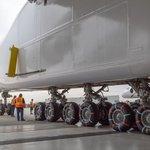 Stroj váží 250 tun