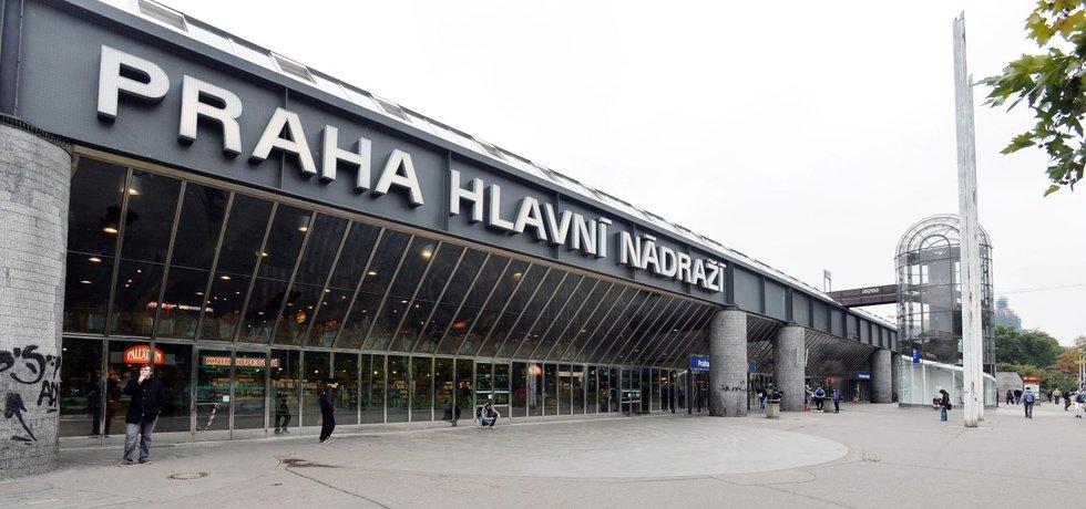 Budova pražského hlavního nádraží ze snímku 14. října 2016