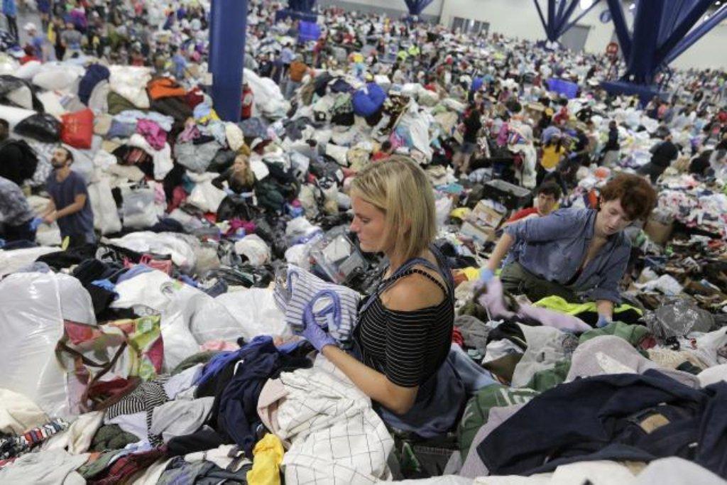 Evakuovaní obyvatelé mají k dispozici základní věci ze sbírky