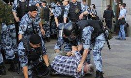 Stovky ruských vědců žádají zastavení represí v Moskvě