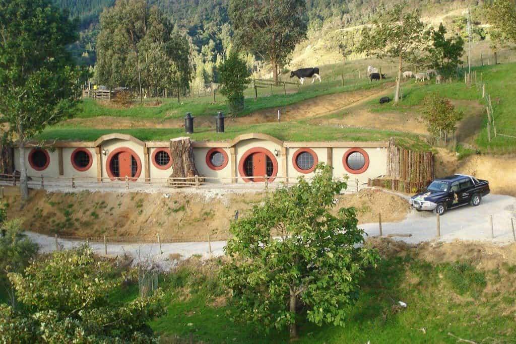 The Hobbit Motel: Nový Zéland. Název řekne vše. Motel určený nejen pro milovníky Pána prstenů se nachází na Novém Zélandu, kde vznikla filmová adaptace slavného románu J. R. R. Tolkiena.