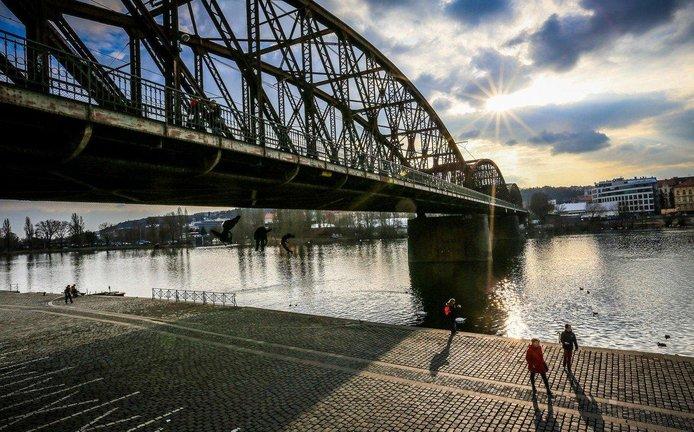 Železniční most, ilustrační foto