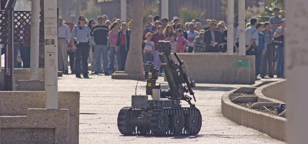 Policejní robot na pláži (Zdroj: Flickr)