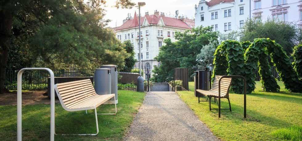 Praha testuje nové lavičky a koše