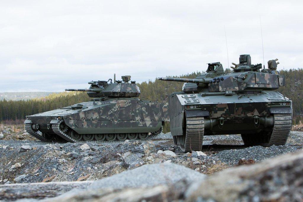 Obrněné vozidlo CV90 je o sto milionů levnější než Puma