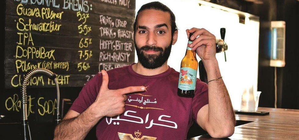 Výčepní Ajham Sartáwí z pivovaru Carakale.