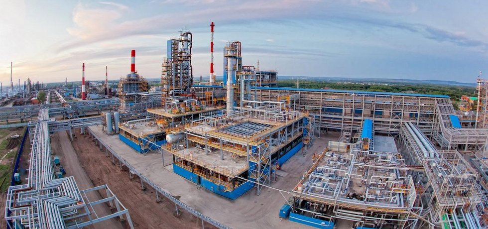Rafinerie Gazpromu v Salavatu (Autor: PressGPNS, CC BY 3.0, Wikimedia Commons)