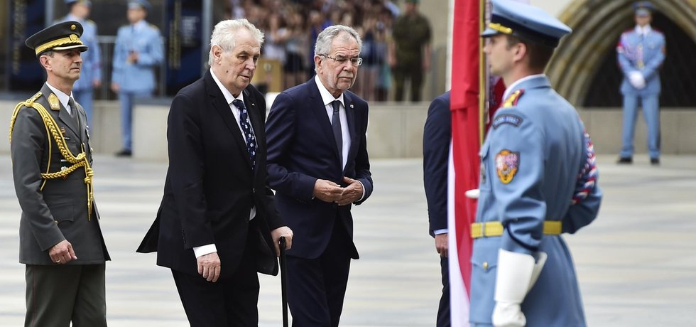 Prezident Miloš Zeman přijal na Pražském hradě rakouského prezidenta Alexandera Van der Bellena.
