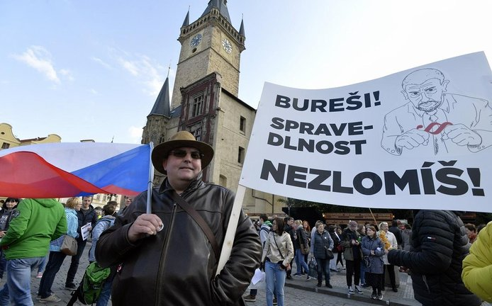 Protest proti Andreji Babišovi a Marii Benešové na pražském Staroměstském náměstí