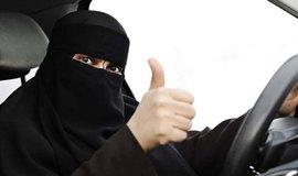 Ženy se v Saúdské Arábii konečně dočkají práva řidit auto