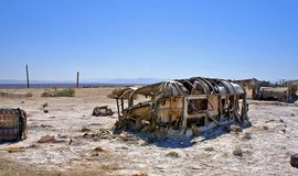 Břeh kalifornského jezera Salton