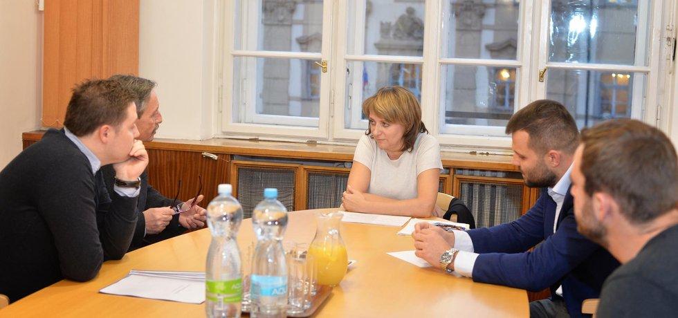 Primátorka Adriana Krnáčová diskutuje s občany