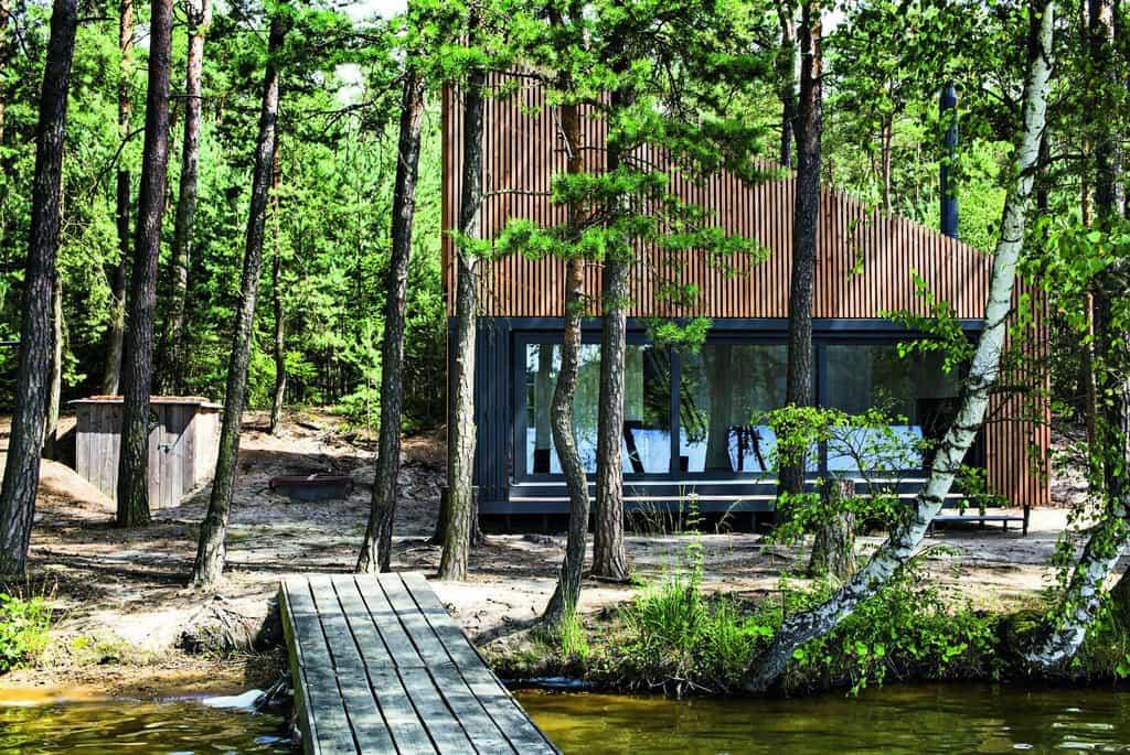 Chata za všechny ceny. Chata u Doks je nejslavnějším projektem Pavla Nasadila a kanceláře FAM Architekti. Ti za ni posbírali domácí i zahraniční ceny. Investor byl v tomto případě prý hodně osvícený
