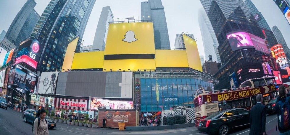Reklama na Snapchat na Times Square. Podle informací amerických médií by v příští rok v březnu společnost měla zamířit na burzu.