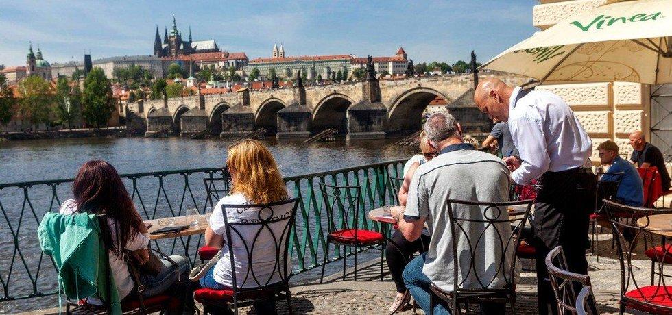 Turisté v Praze - ilustrační foto