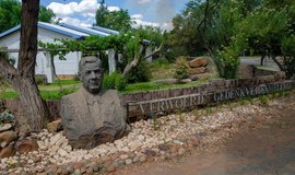 Město Orania s bustou bývalého premiéra JAR Hendrika Verwoerda, zastánce apartheidu, ilustrační foto
