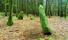 Nakloněný špičatý megalit u Chlístova