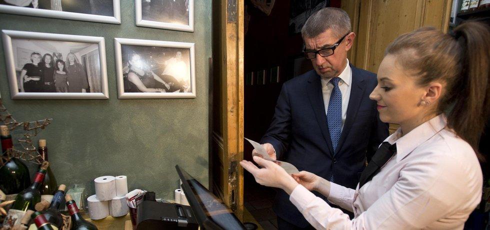 Ministr financí Andrej Babiš navštívil pražskou restauraci Magická zahrada, kde si prohlédl provoz po spuštění systému elektronické evidence tržeb