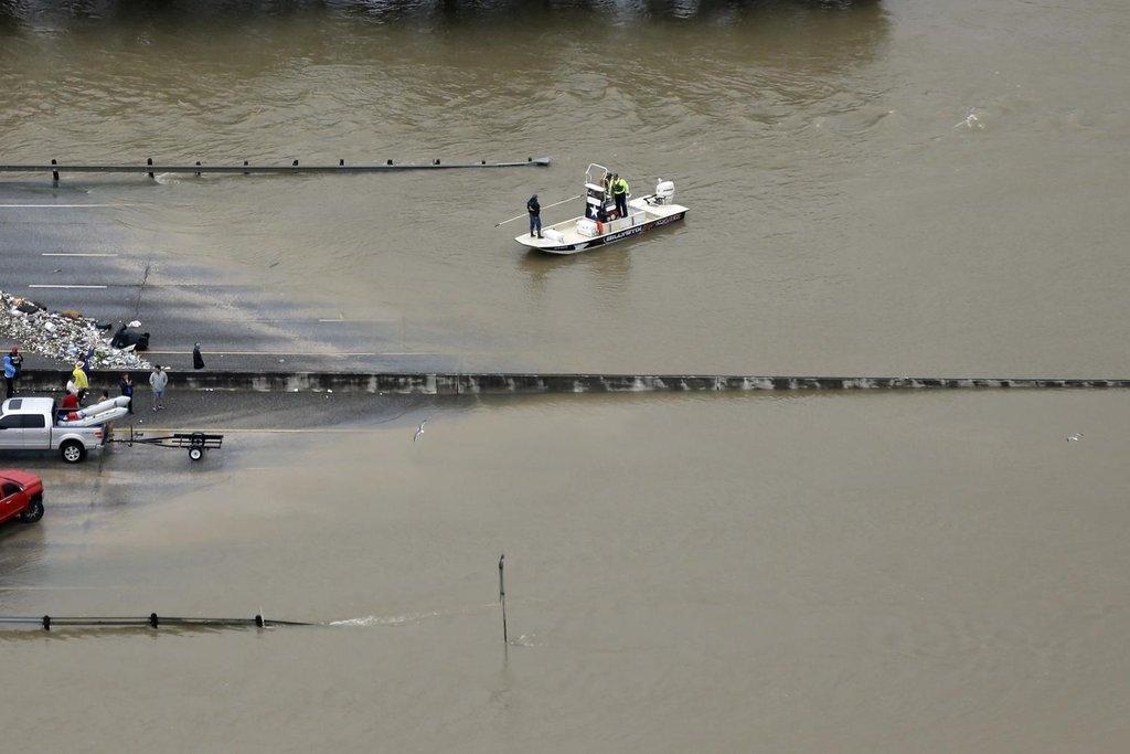 Pohyb po zaplaveném území předpokládá střídání dopravních prostředků