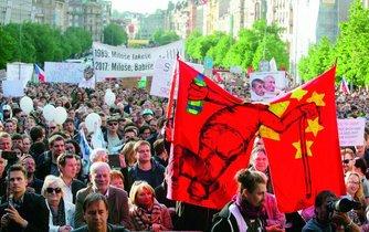 Demonstrace proti Andreji Babišovi a Miloši Zemanovi.