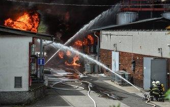 Při požáru v části areálu podniku Severochema se zranil jeden člověk. Živel způsobil milionové škody