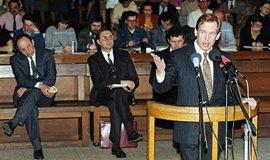 Na chodbách soudů se počátkem 90. let potkávali bývalí estébáci, komunisté i disidenti