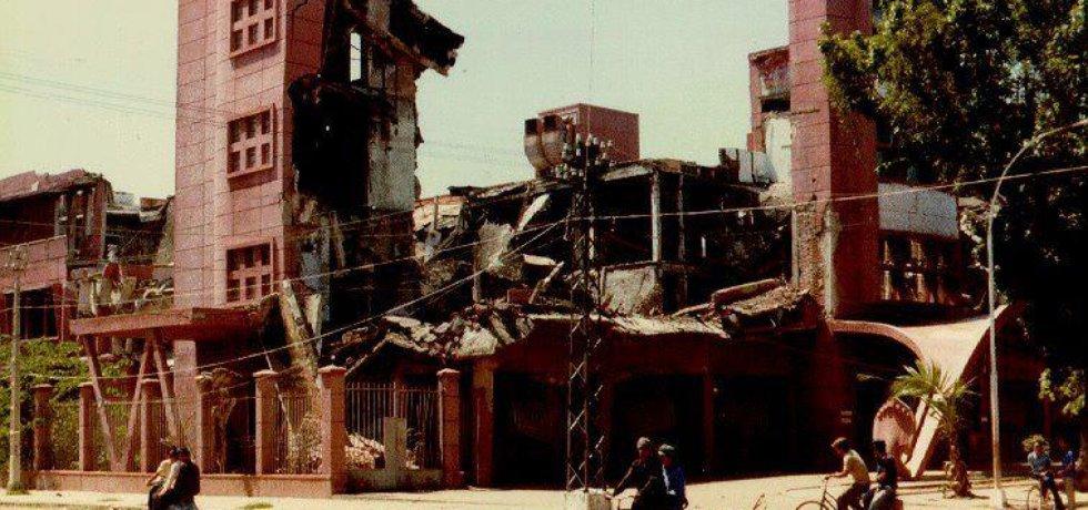 Zbořená centrální banka Kambodže, kterou nechali podminovat Rudí Khmérové (Zdroj: Mladá fronta, archiv)
