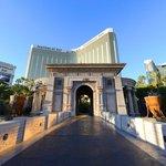 8. Mandalay Bay + Delano + Four Seasons (Las Vegas, USA) - 4 426 pokojů