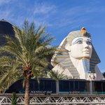 9. Luxor (Las Vegas, USA) - 4 407 pokojů